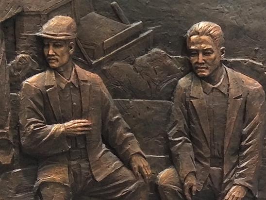 资阳展览馆浮雕
