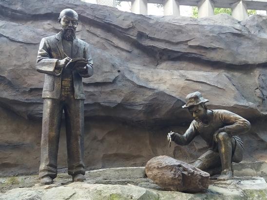 景观雕塑【地质科学家】